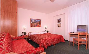 Hotely RULETA - VAL DI FASSA _dvoulůžkový pokoj s 1 přistýlkou