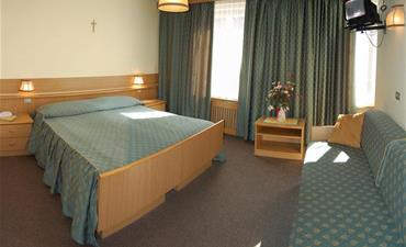Hotel DOLOMITI_dvoulůžkový pokoj s 2 přistýlkami