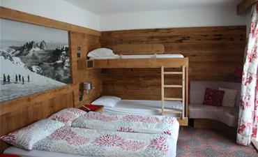 Chata DOLOMIA_dvoulůžkový pokoj s 2 přistýlkami