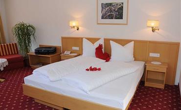 Hotel SEEHOF_dvoulůžkový pokoj s 2 přistýlkami