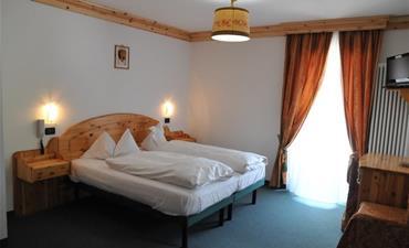 Hotel CIAMOL_dvoulůžkový pokoj s 1 přistýlkou
