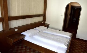 Hotel KRONE_dvoulůžkový pokoj