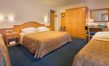 Hotel CRISTALLO_dvoulůžkový pokoj s 2 přistýlkami