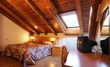 Hotel EUROPA_dvoulůžkový pokoj s 1 přistýlkou