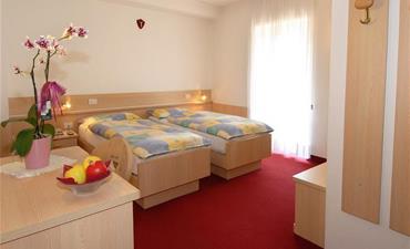 Hotel ZANON_dvoulůžkový pokoj s 2 přistýlkami