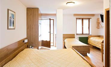 Hotel LA MONTANARA_dvoulůžkový pokoj s 2 přistýlkami